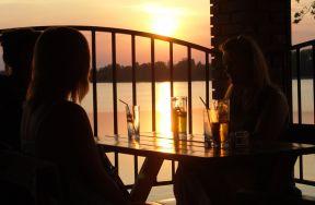Widok z naszego tarasu na jezioro